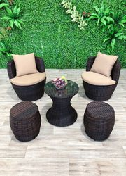 Treat Yourself to Comfortable Outdoor Lounge Setting